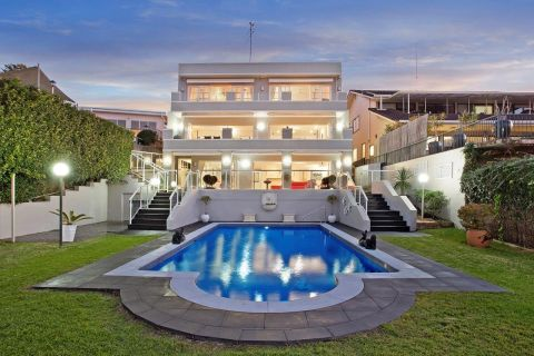 Mediterranean luxury holiday accommodation at Mona Vale Beach